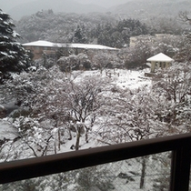 *大浴場からの雪景色