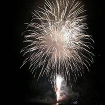 *【芦ノ湖花火】毎年夏には、芦ノ湖夏祭りウィークにて花火大会が開催されます。