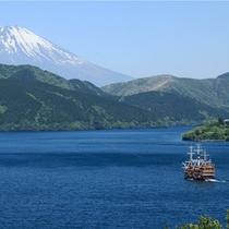 *芦ノ湖から望む富士山(夏)