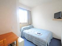 【セミダブル】ベッド幅は110cm、2名様でご利用いただけます。※客室写真は一例となります