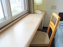 【シングル】枕元にコンセント、仕事がしやすいカウンター付のシングルルーム