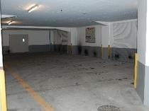 屋内駐車場は建物1階部分にございます。