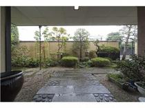 ■玄関から見る、お庭