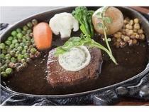 ■牛肉ステーキ 盛り付け例
