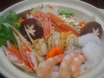 ★食欲そそる香り♪海鮮たっぷり鍋(三人用)♪カニ・エビ・ホタテ・白身魚etc