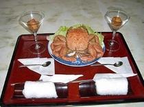 料理一例 【うにカクテルと毛カニ】