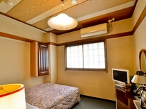 全室セミダブルベッドのシングルルーム