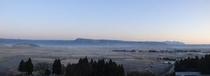新館昇龍客室からの外輪山側の景色(朝)