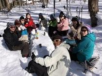 森の雪テーブルでランチ♪