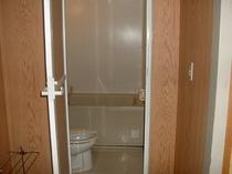 客室はバス・トイレつきの和室です。