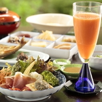 【ご朝食一例】素材にこだわった体に優しいメニューの朝食。