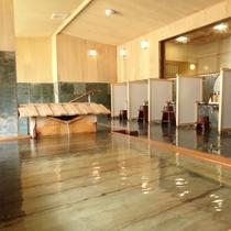 【大浴場】自家源泉100%かけ流しの贅沢を、開放感抜群の大浴場で。