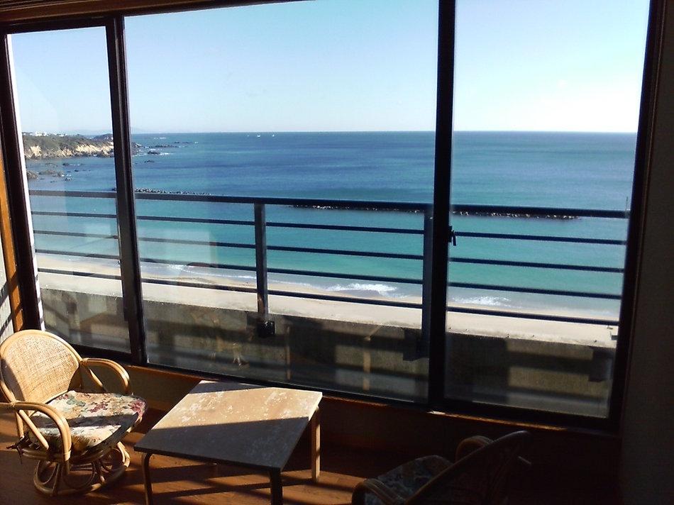 お部屋からは千鳥ヶ浜の絶景を眺められます