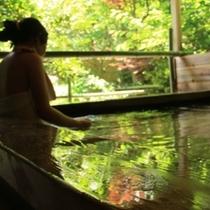 ○四季折々の眺めを見ながら入浴!