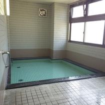 *【風呂】人工温泉を利用した大浴場は、足を伸ばせる広々サイズ♪
