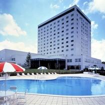 【外観】夏のホテル外観