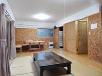 遊山ハウス1階は16畳のお部屋とテレビ・トイレ・洗面・冷蔵庫・洗濯機(有料)2階(ロフト)も16畳