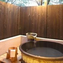 陶器の露天風呂付き客室 離れタイプなのでとっても静か♪