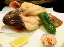 23. 新鮮なお魚を丁寧に調理し、揚げ物で♪海の幸満載のお料理を心ゆくまでご賞味下さい。