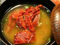 30. ショウジンガニから良いダシが出て、味わい深いお味噌汁に!