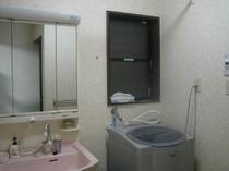 1F・洗面と全自動洗濯機(洗剤込み)