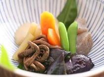 季節の野菜の炊き合わせ田舎風