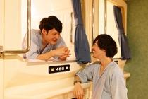 カプセルホテル新宿510では、お一人様はもちろん、お友達同士の方もいらっしゃいます☆