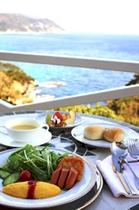 海を見ながらの朝食