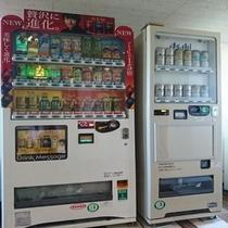 各フロアにジュース・アルコールの自販機があるので便利です♪