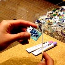 【フュージング制作体験】夏休みの自由研究にも!ガラス板をカッティングし、パーツを使って模様を作ります