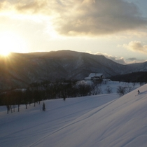 【朝里川温泉スキー場 フレッシュトラック】早朝スキー!爽快に&最初にシュプールを描こう!