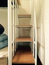 宿内・客室一例/1-2名様用洋室(二段ベッド階段)