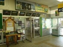 交通・富良野駅待合室入り口(改札側)