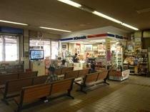 交通・富良野駅待合室内部