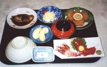 夕食の定食(一例)
