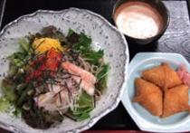 蕎麦サラダお稲荷さんセット