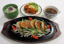 B:鉄板餃子定食