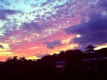 【当館から見た秋の松前城夕景】