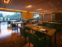 【翠葉亭夕食会場】レストランのコース料理のようにメインを選べるプリフィクススタイルでご提供します