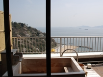 露天風呂客室からの景色。当館は全室『絶景オーシャンビュー』になっております。