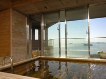 【貸切風呂】ひとつの貸切風呂に露天風呂と内風呂があり洗い場も広々<別途料金>