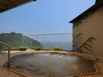 【露天ジャグジー風呂】当館自慢の絶景のオーシャンビューをご覧ください。