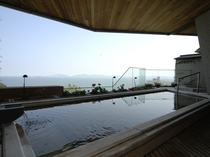 【露天風呂】夕日、星空、早朝と3度の景色が楽しめます。