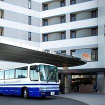 無料送迎シャトルバス。お気軽にご利用くださいませ。