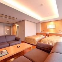 【洋室】お部屋の窓からは三河湾の絶景がお楽しみ頂けます。(客室一例)