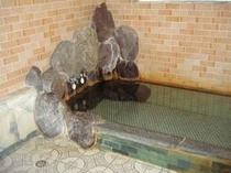 良質の天然岩風呂温泉  (家族貸切OK)