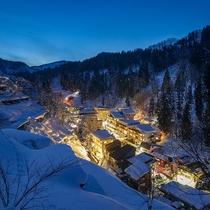 【冬の温泉街】真っ白に染まった松之山温泉街。季節ごとの楽しみを探しに散策してみてはいかがでしょうか。