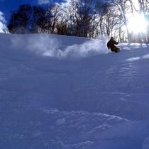 【観光】地元のスキー大会も開かれる本格派ゲレンデ。新潟の冬を満喫したいあなたに。