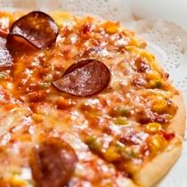 焼き立てのピザはお子様に人気のメニューです。