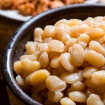 【朝食バイキング】温根湯特産の白花豆は必ず食べてほしい一品。